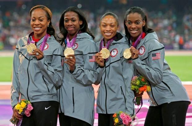 Amerikaanse vrouwen lopen rapst op 4x400m