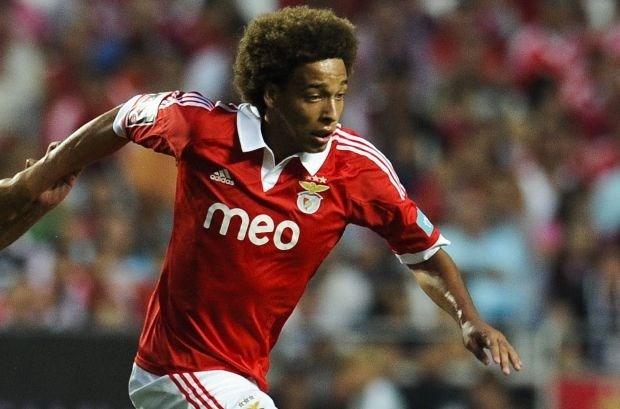 """Papa Witsel: """"Axel blijft bij Benfica"""""""