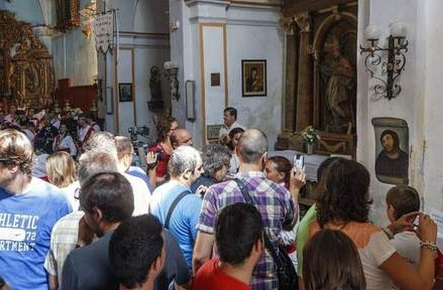 Vernielde fresco lokt massa toeristen