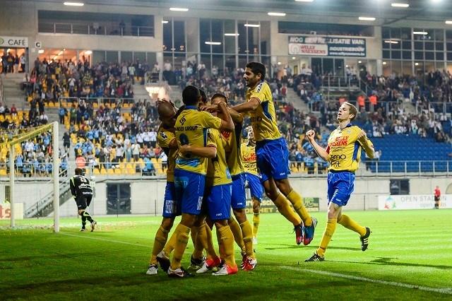Waasland-Beveren wint met 2-0 van Cercle