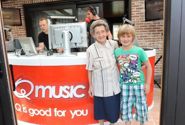Moemoe (95) krijgt ochtendshow Q-music cadeau