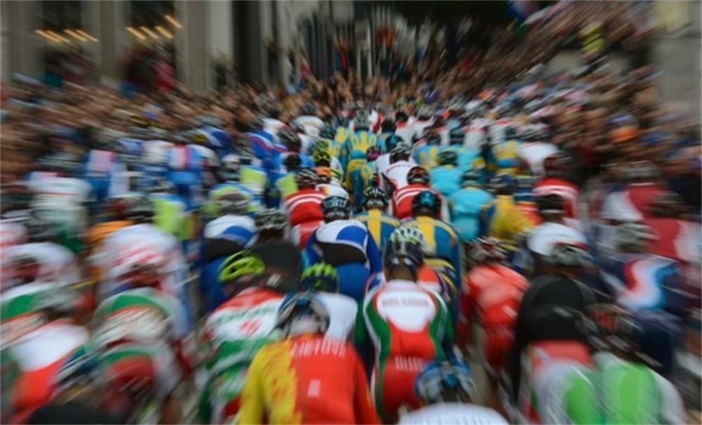 sloveen mohoric verovert wereldtitel wielrennen bij junioren: www.gva.be/sport/wielrennen/aid1246566/sloveen-mohoric-verovert...