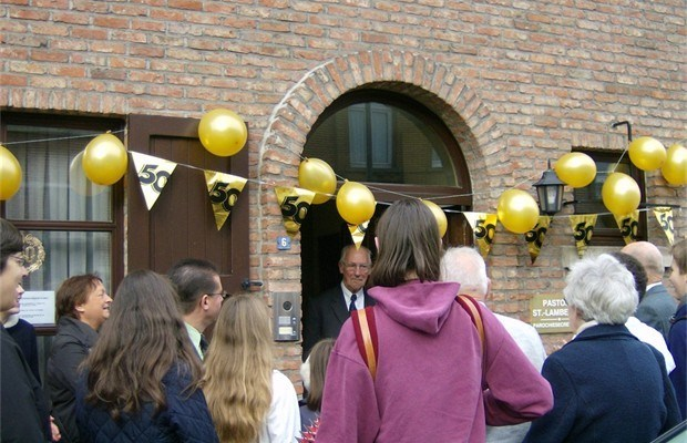 Ex-pastoor van Berlaar gevierd in Ekeren