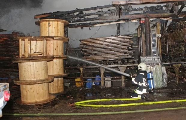 Raadkamer houdt brandstichter van Hemiksem in de cel
