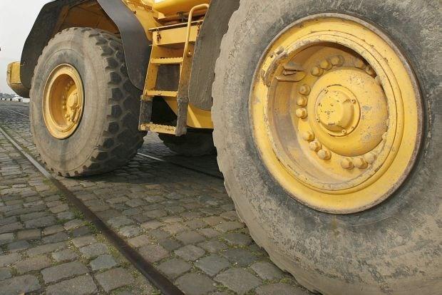 Chinese betoger platgereden door bulldozer-truck