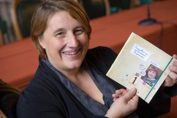 Van Weert voert campagne met poëziealbum