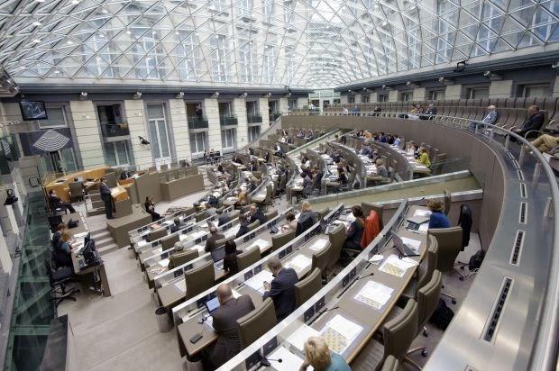 Verkiezingskandidaten vinden tegelijkertijd zetelen in parlement en gemeenteraad geen probleem