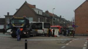 Zwaargewonden bij ongeval met haakarm en bus in Schelle