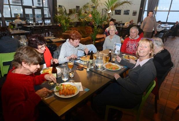 Achthonderd eters per dag  in sociaal restaurant