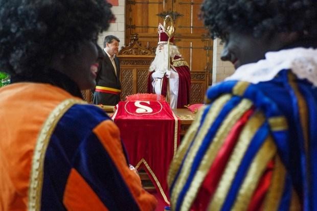 Burgemeester Sinterklaas huwt pieten
