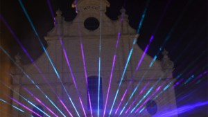 Spectaculaire lasershow aan Sint-Ludgeruskerk (foto's)