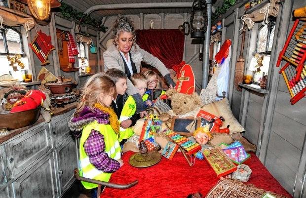Mie Tracteur verwelkomt kinderen in haar Sintenmuseum