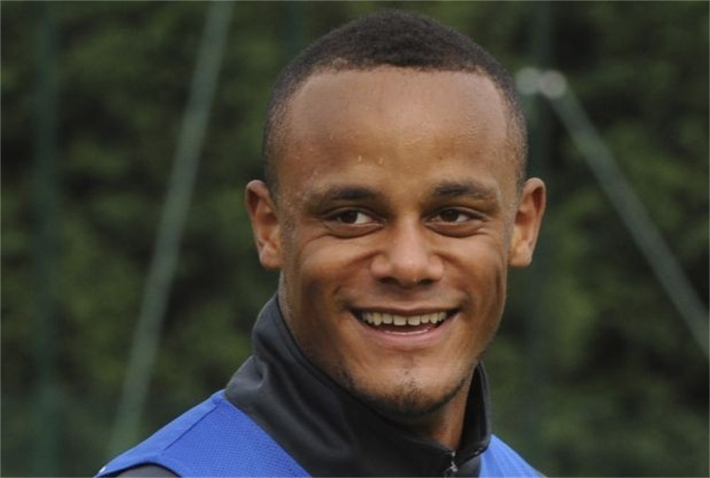 The 31-year old son of father Pierre and mother Jocelyne, 196 cm tall Vincent Kompany in 2017 photo