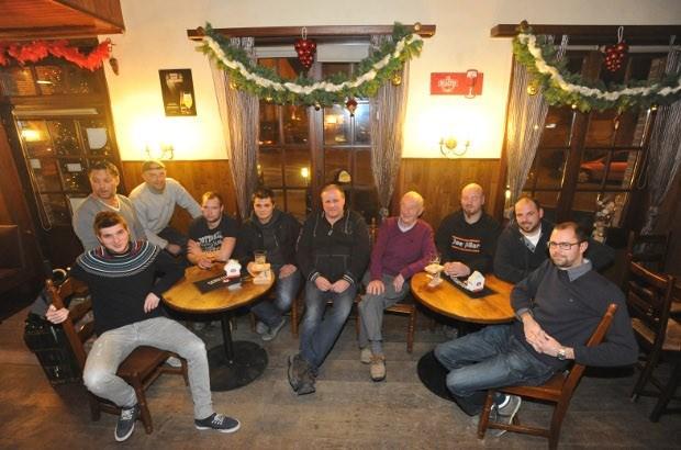 Mannenclub viert eenjarig bestaan met ventenfeest