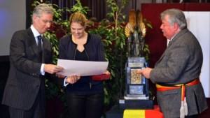 Prins Filip overhandigt Trofee voor Sportverdienste aan Evi Van Acker