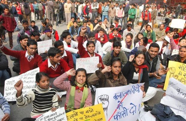 Indiase regering onderzoekt groepsverkrachting van studente