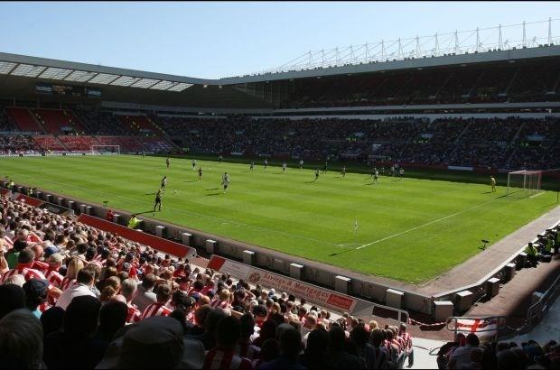 Sunderland gooit rechtstaande fans buiten