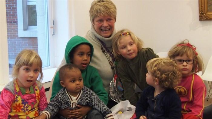 Kleinkinderen leggen beslag op burgemeester