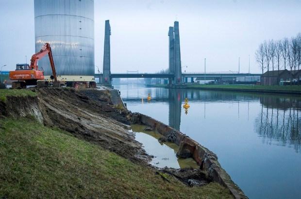 Kanaaldijk afgesloten voor alle verkeer