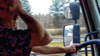 Slapende trucker rijdt zigzaggend over E314 (video)