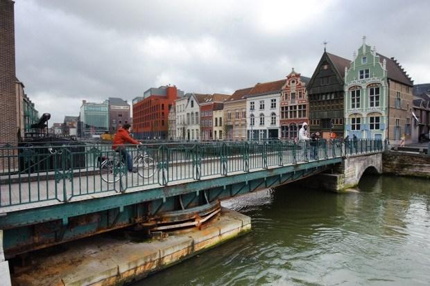 Noodbrug gewenst bij onderhoud Kraanbrug
