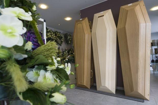Overleden bejaarden naar hoogst biedende begrafenisondernemer