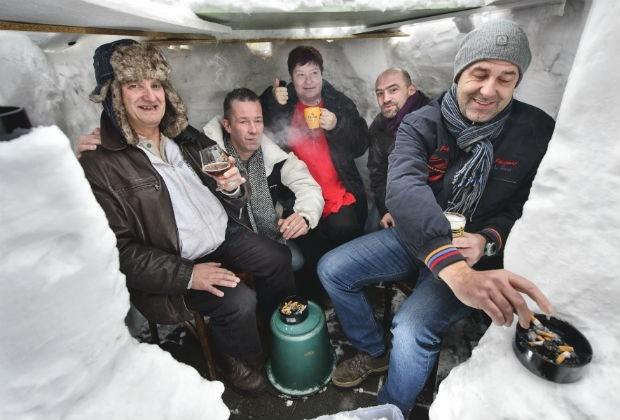 Cafébaas uit  Burcht bouwt iglo in één nacht