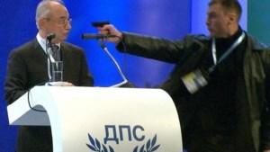 Man probeert Bulgaarse politicus dood te schieten (video)