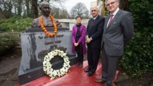 Indiase minister onthult buste van Gandhi
