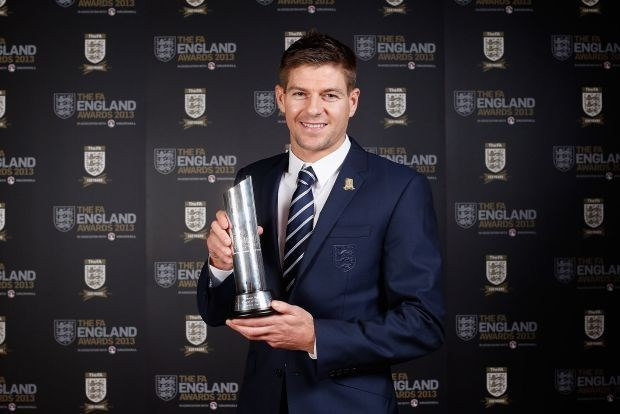 Gerrard speler van het jaar voor Engelse voetbalsupporters