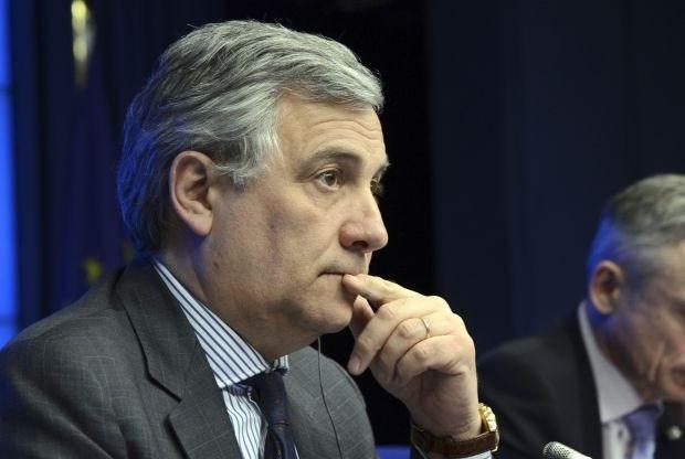 Europees commissaris voor Industrie vraagt uitstel aan Caterpillar