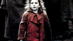 Meisje met rode jas uit 'Schindler's List' getraumatiseerd door film