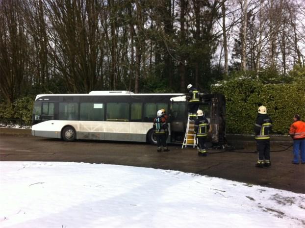 Bus van De Lijn vliegt in brand