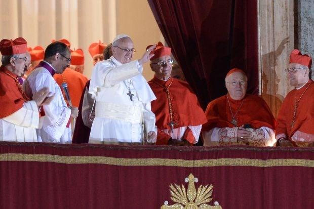"""Danneels: """"Verwacht geen show van Franciscus"""""""