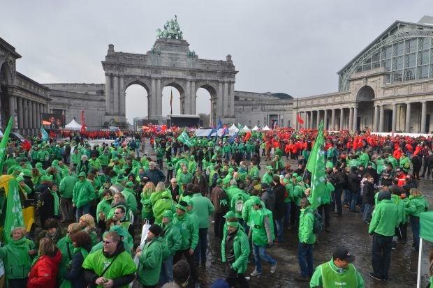 Tienduizend actievoerders betogen tegen Europees besparingsbeleid
