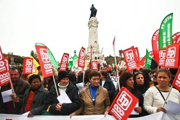 Duizenden Portugese ambtenaren protesteren tegen besparingen