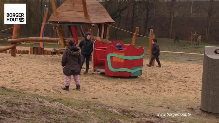 Onguur weer verhindert inhuldiging speeltuin (video)