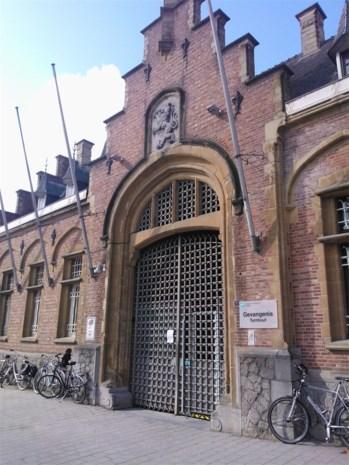 Gevangene steekt opnieuw matras in brand