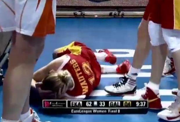 Ann Wauters maakt pijnlijke val in basketwedstrijd (video)