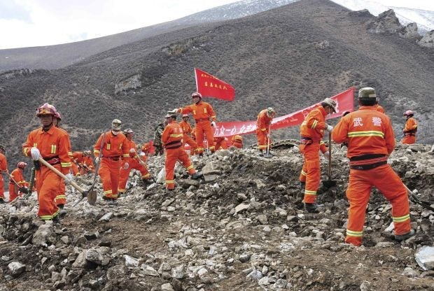 """""""Weinig hoop"""" voor 72 vermisten na aardverschuiving Tibet"""