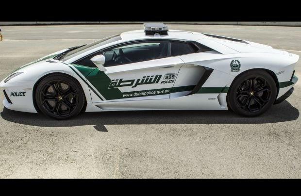 Politie van Dubai patrouilleert met Lamborghini