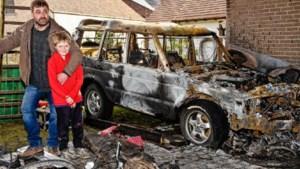 Brandende auto start vanzelf en rijdt weg