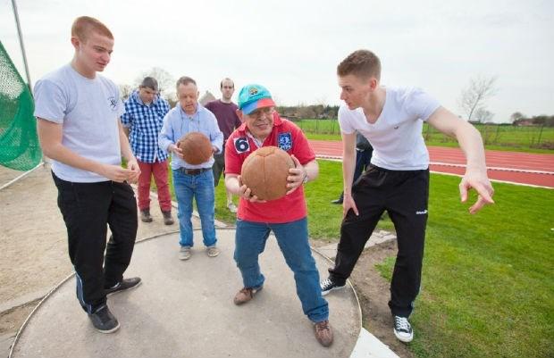 Twee laatstejaarsleerlingen organiseren sportdag voor mensen met een beperking