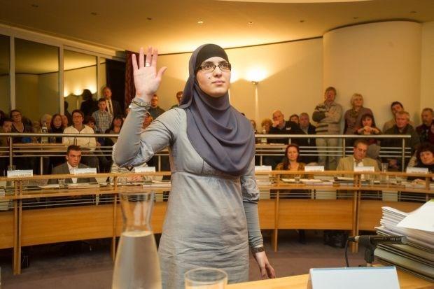 Boom wil geen hoofddoek in gemeenteraad