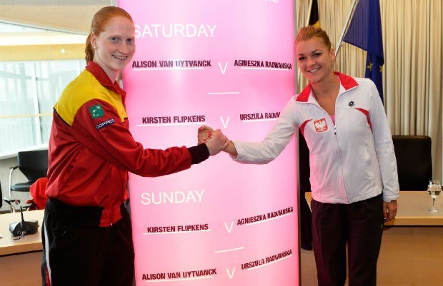 Van Uytvanck moet meerdere erkennen in Agnieszka Radwanska in Fed Cup