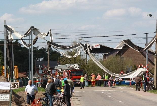 Miniwindhoos aan spooroverweg in Mol
