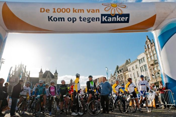 Tweeduizend bellen verwelkomen fietsers Kom op tegen Kanker