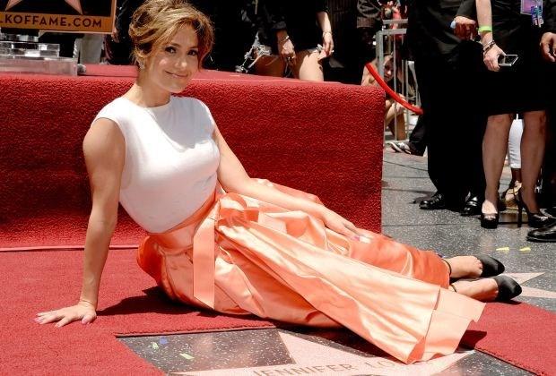 Jennifer Lopez krijgt 2.500ste ster op Hollywood Walk of Fame