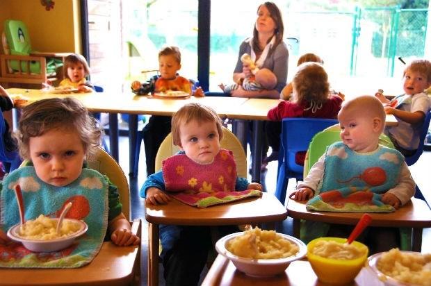 Kinderverzorger niet langer een knelpuntberoep