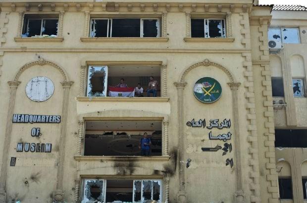 Hoofdkwartier Moslimbroeders bestormd en in brand gestoken
